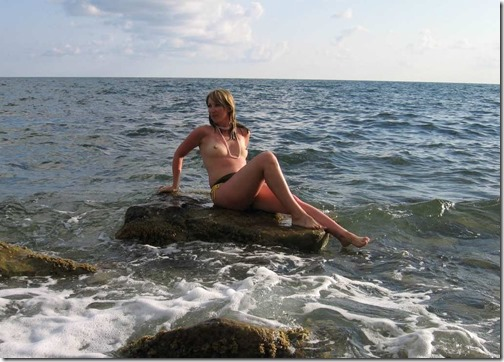 hidden-zone-nude-on-the-beach